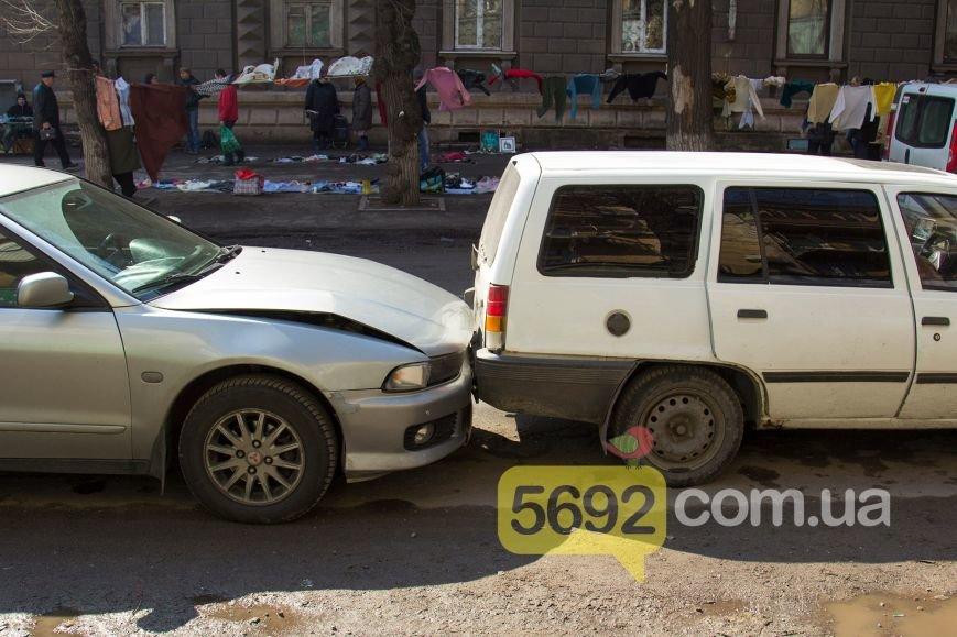 В центре Днепродзержинска произошло тройное ДТП (фото) - фото 5