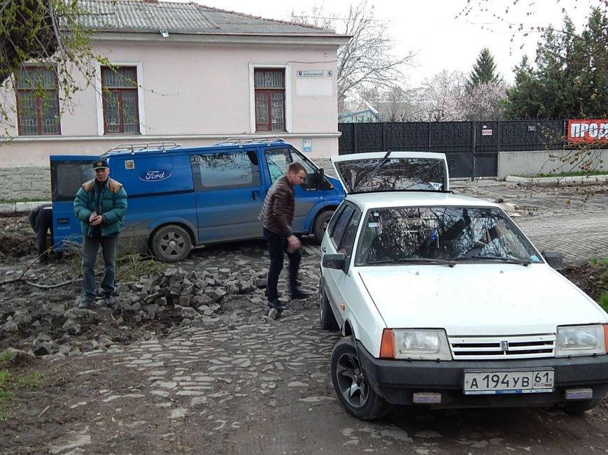 Мэрия Симферополя использует сорванную брусчатку в парках (ФОТО), фото-3