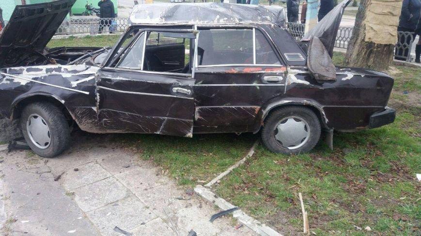 У селі Добросин автомобіль зніс огорожу та пошкодив пам'ятний хрест (ФОТО), фото-2