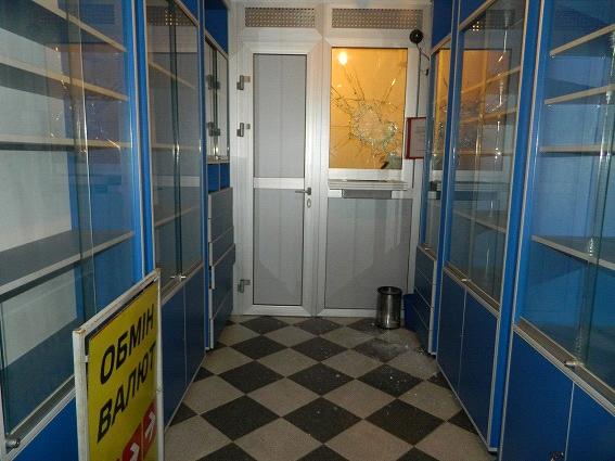 В Шевченковском районе неизвестный ограбил обменник (ФОТО) (фото) - фото 2