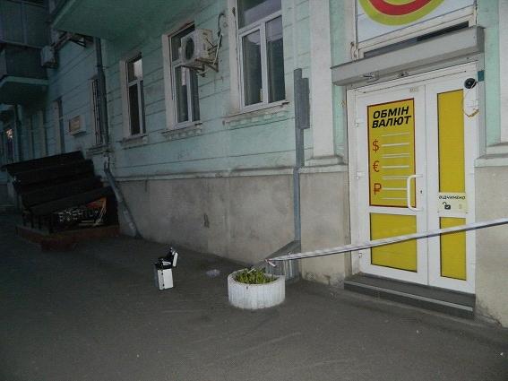 В Шевченковском районе неизвестный ограбил обменник (ФОТО) (фото) - фото 3