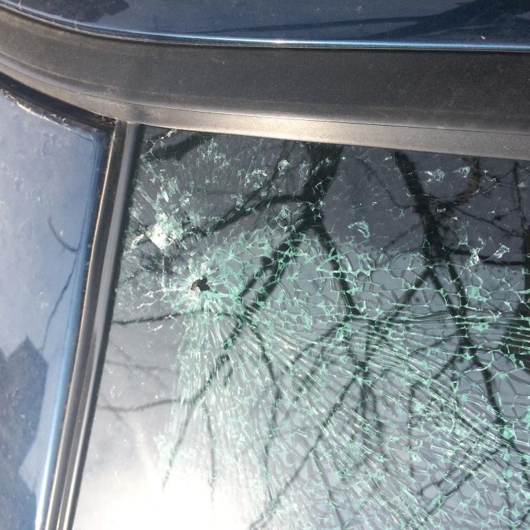 В Одессе на Таирова разбивают автомобилям стекла (ФОТО) (фото) - фото 1