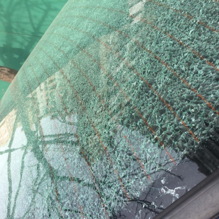 d07337228f2a200d02ccc21627e7f6d6 В Одессе на Таирова побили автомобилям стекла