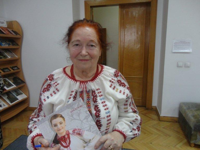 Вишиті скарби Прикарпаття: презентація альбомів Ірини Свйонтек та Дарії Петречко (фоторепортаж) (фото) - фото 3