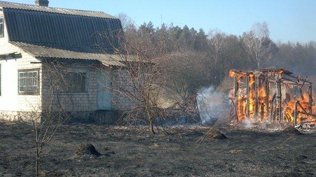 Рятувальники попереджають про заборону спалювання сухої трави (фото) - фото 2