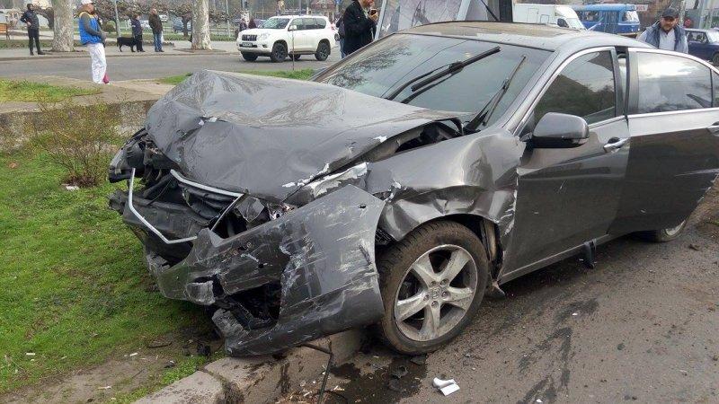 5986864575b84546b47d38fba3fc604b В Одессе на Фонтане произошла массовая авария