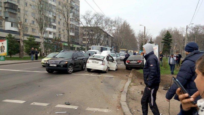 82c6255e28ec9cf60c9e8886d402ba5e В Одессе на Фонтане произошла массовая авария