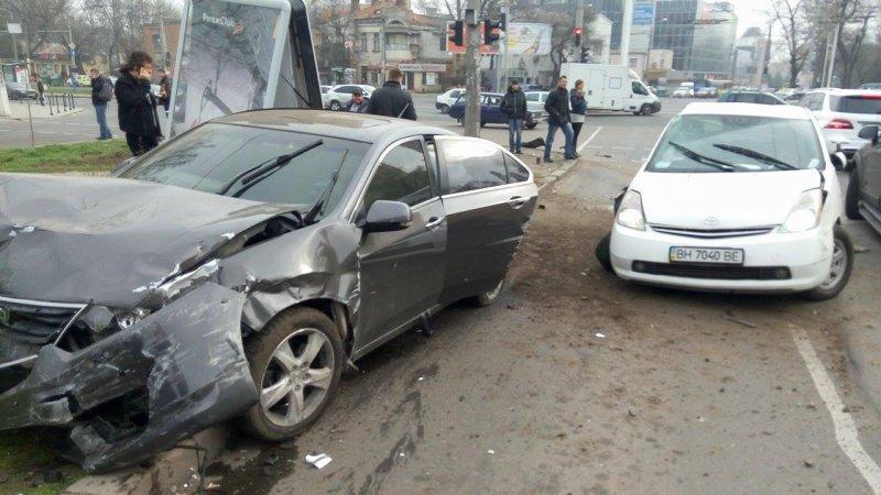 e282ff73f389e4f6bb6d0779aba3aa5e В Одессе на Фонтане произошла массовая авария