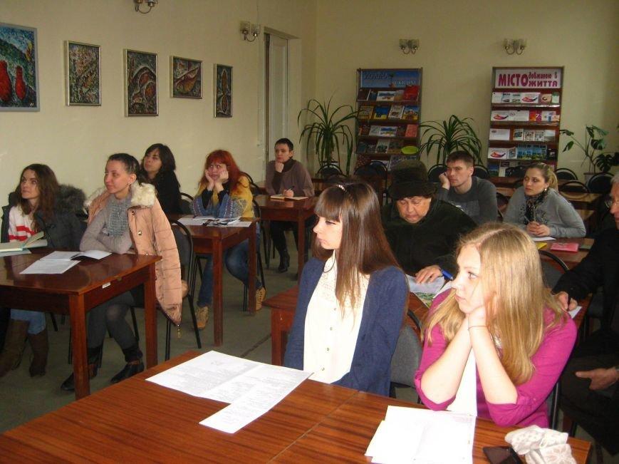 Speed English: В Центральной библиотеке Кривого Рога бесплатно обучают английскому (ФОТО), фото-2