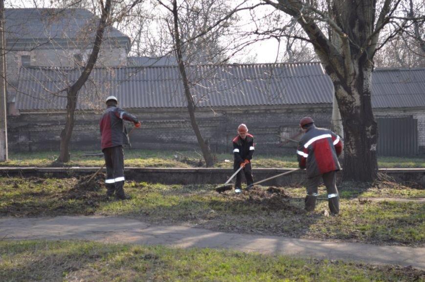 Аллеи Партизанского сквера стали чище, фото-1