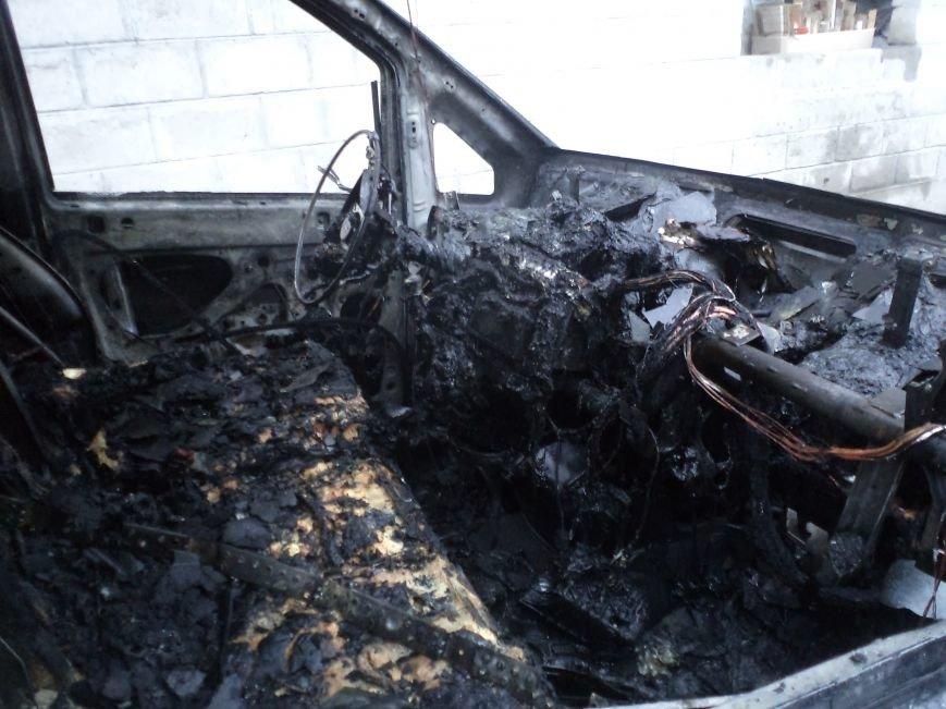 В Днепродзержинске сгорел Mercedes Vito (фото) - фото 2
