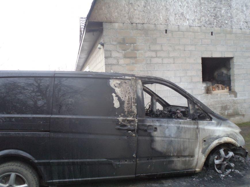 В Днепродзержинске сгорел Mercedes Vito (фото) - фото 1