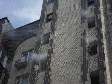 На проспекте Лобановского загорелся жилой дом (ФОТО) (фото) - фото 1