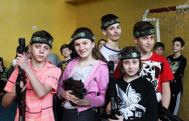 Заряженные на победу: в школах Днепропетровска стартует второй отборочный тур лазерных боев (ФОТО) (фото) - фото 1