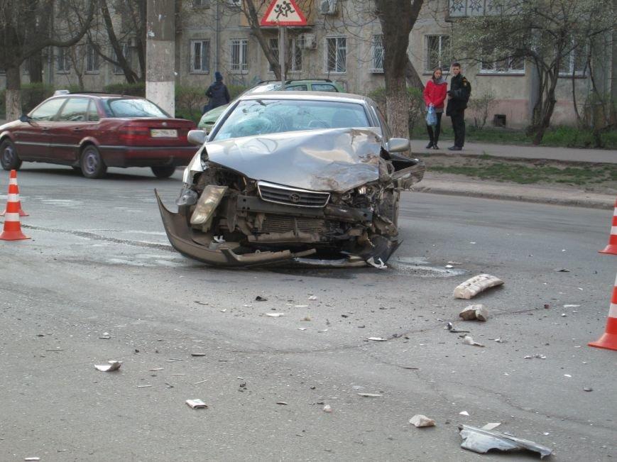 04dbb427012081d28e2526b1585b4270 На одесских Черемушках машина от удара врезалась в будку охранников