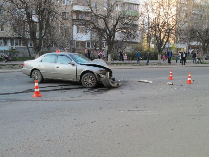 93257220e9475d6a85bd7007caceec3a На одесских Черемушках машина от удара врезалась в будку охранников