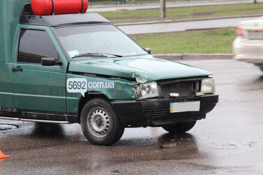 В Днепродзержинске произошло ДТП на пересечении проспектов Свободы и Аношкина (фото) - фото 2