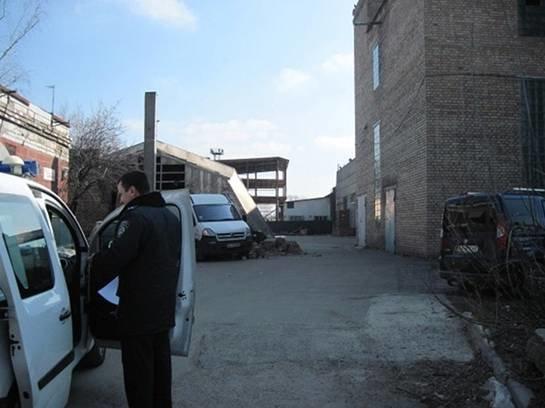 На киевском предприятии обвалилась стена, один человек погиб (ФОТО) (фото) - фото 1