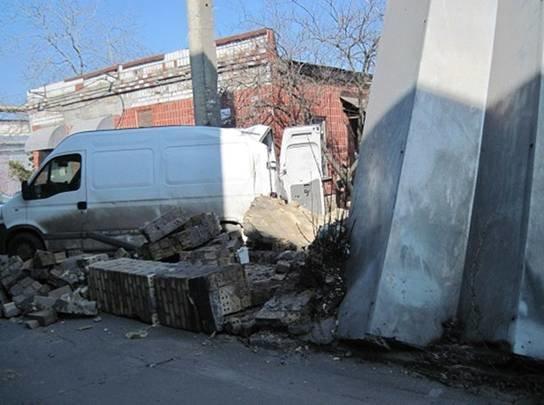 На киевском предприятии обвалилась стена, один человек погиб (ФОТО) (фото) - фото 3