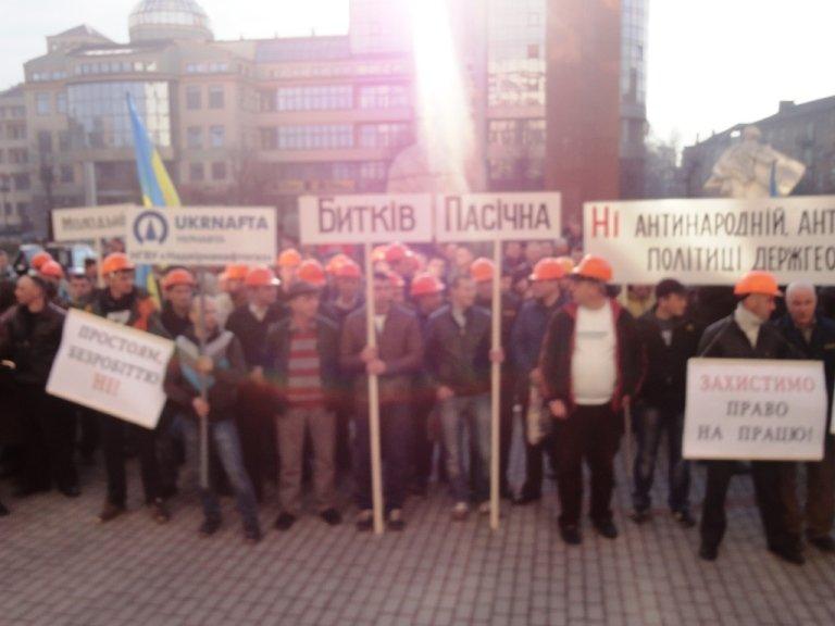 Нафтовики НГВУ «Надвірнанафтогаз» ПАТ «Укрнафта» відстоюють право на працю (фото) - фото 1
