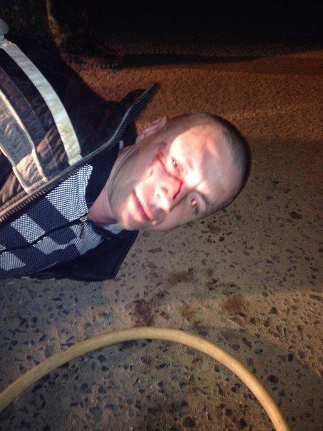 Водители задержали и сдали в полицию мужчину, который в Твери сливал бензин из автомобилей (фото) - фото 1