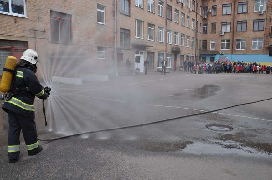 Напередодні весняних канікул рятувальники провели акцію «Запобігти. Врятувати. Допомогти» для учнів кіровоградської школи (ФОТО), фото-1