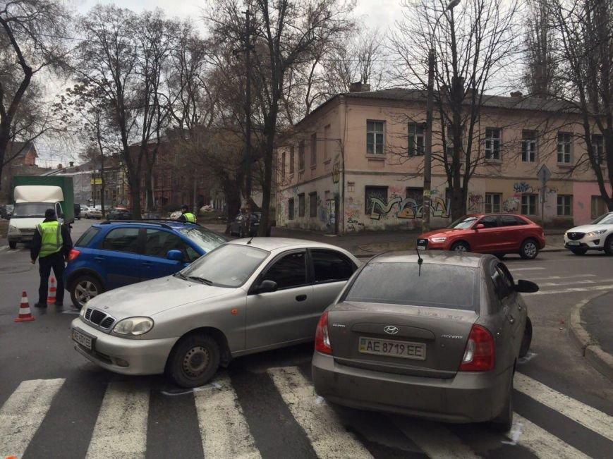 Тройное ДТП на перекрестке Старокозацкой и Исполкомовской: пострадала женщина (фото) - фото 3