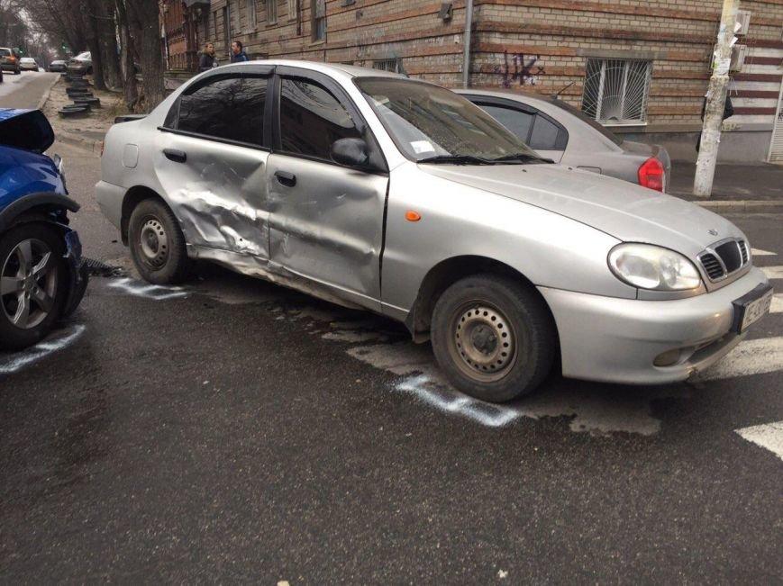 Тройное ДТП на перекрестке Старокозацкой и Исполкомовской: пострадала женщина (фото) - фото 6