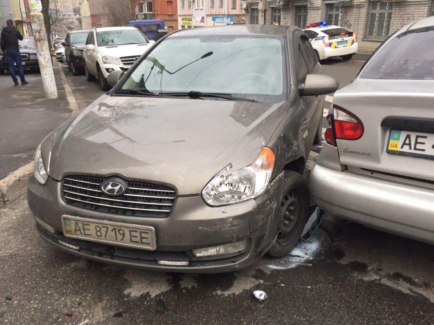 Тройное ДТП на перекрестке Старокозацкой и Исполкомовской: пострадала женщина (фото) - фото 1
