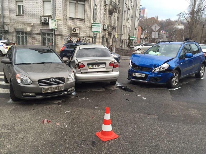 Тройное ДТП на перекрестке Старокозацкой и Исполкомовской: пострадала женщина (фото) - фото 2