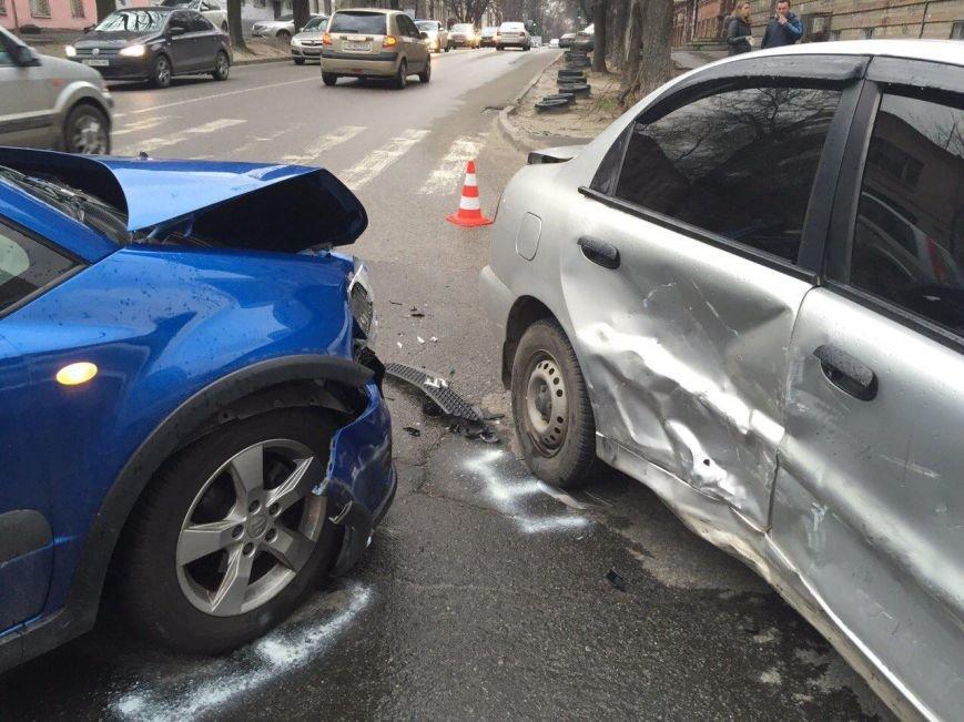 Тройное ДТП на перекрестке Старокозацкой и Исполкомовской: пострадала женщина (фото) - фото 4