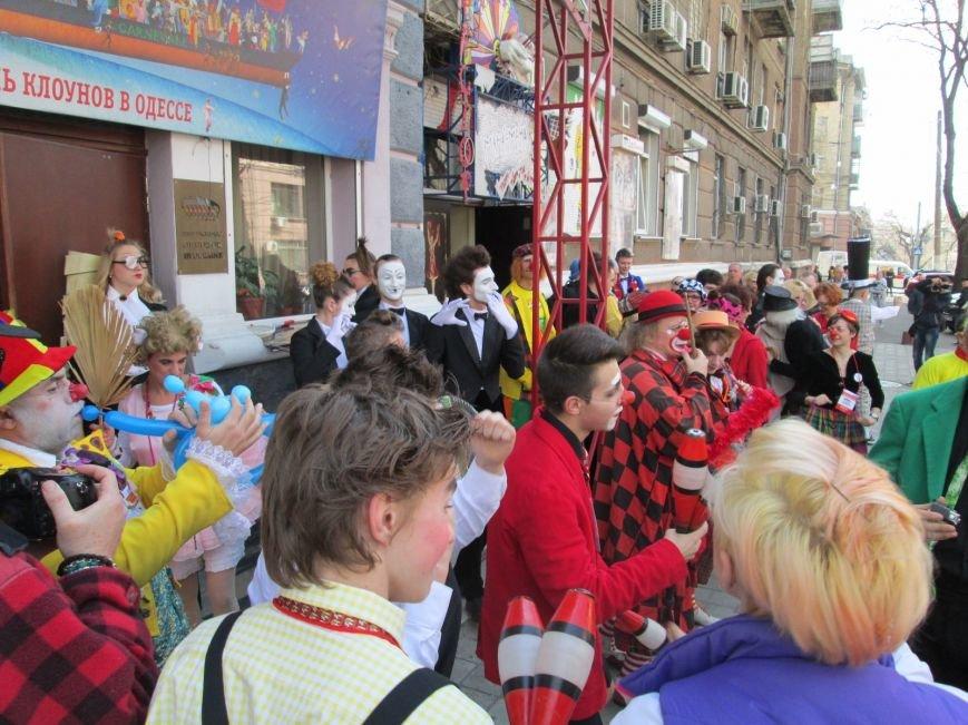 c5f9725e4620b0da7e4557a29917cb3f В Одессе клоуны сошли с ума