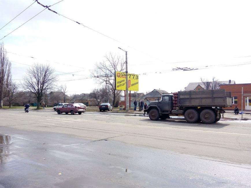 ДТП в Кировограде: грузовик протаранил легковой автомобиль. ФОТО (фото) - фото 1