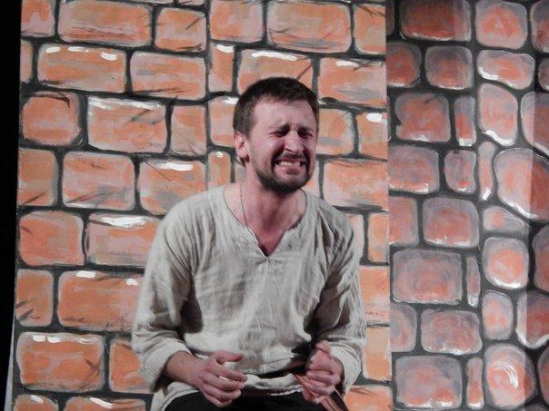 Почему «д'ябал» был «стомлены» узнали зрители на спектакле в Новополоцке (фото) - фото 1