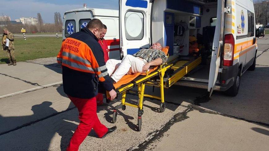0007ee2f0211e8de76e308867ddc4c72 В Одессу самолет привез раненых под Авдеевкой защитников Украины