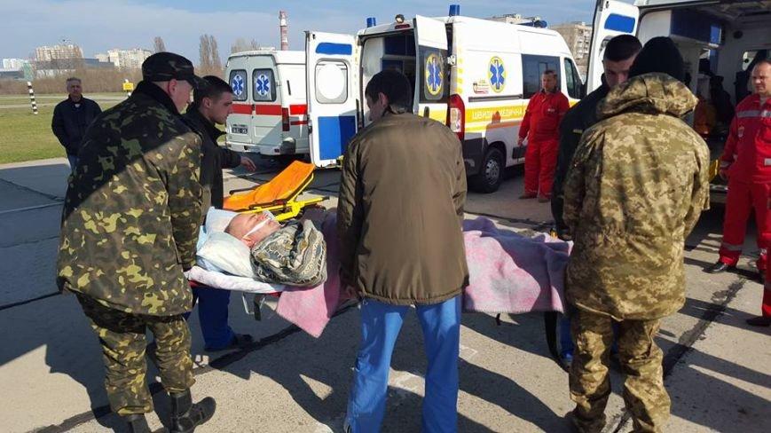 8d98013e87bdf425aba730d2976eef47 В Одессу самолет привез раненых под Авдеевкой защитников Украины