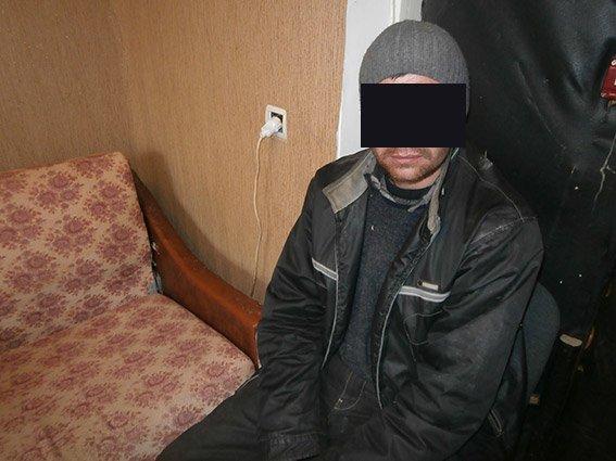 Мужчина в Николаеве решил опохмелиться за счет магазина (фото) - фото 1
