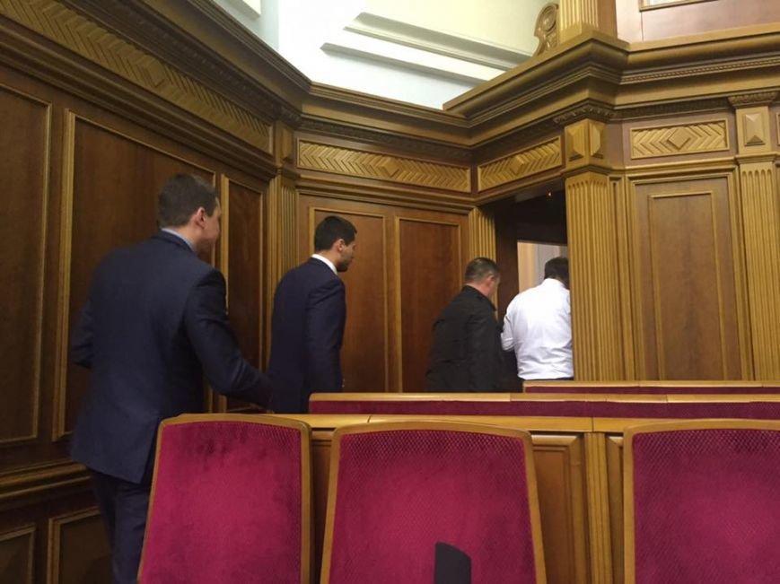 Фото дня: Одесского судью арестовывают в здании Парламента (ФОТО) (фото) - фото 1