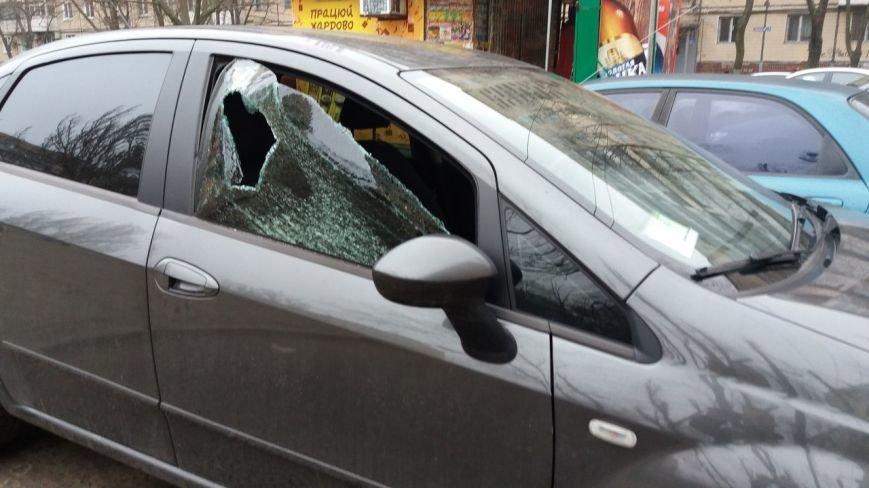 В Днепропетровске бьют стекла дорогим автомобилям (ФОТО) (фото) - фото 2