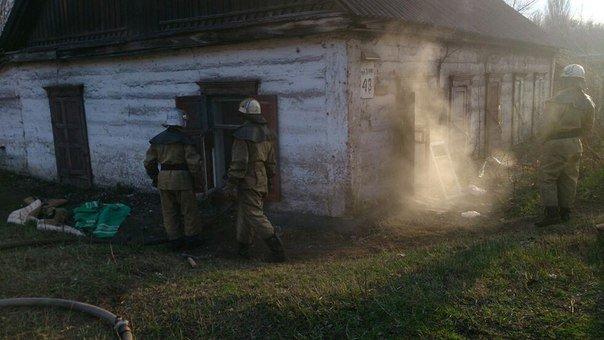 Спасатели тушили горящий матрас и мусор на улице Лесопильной в Днепродзержинске (фото) - фото 1