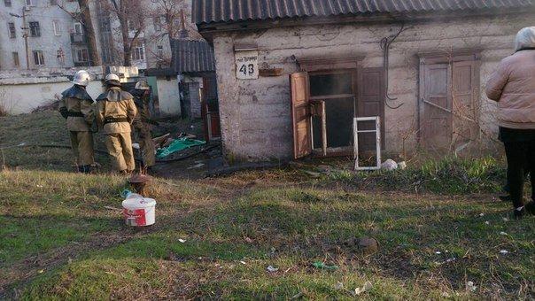 Спасатели тушили горящий матрас и мусор на улице Лесопильной в Днепродзержинске (фото) - фото 4