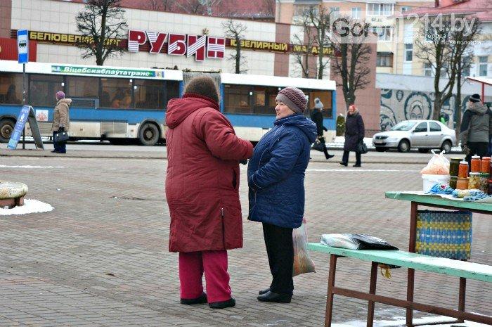 «Отдам за 35 тысяч. Дорого? А за сколько возьмете?: чем живут бабушки, торгующие на улицах Новополоцка (фото) - фото 2