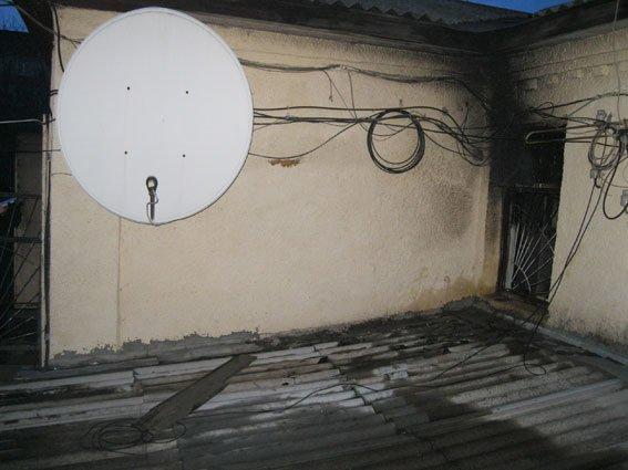 Пожар на Сумщине: в здание Конотопской телестудии бросили коктейль Молотова (ФОТО) (фото) - фото 1