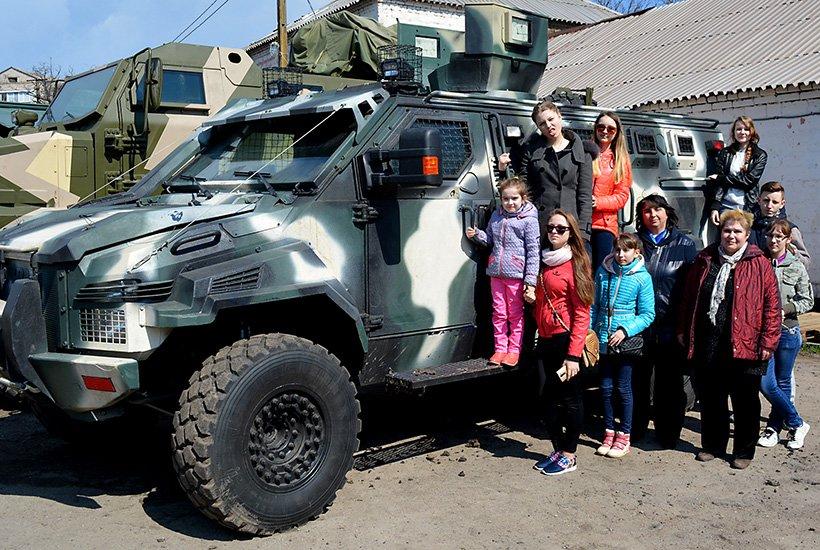 В Мариуполе  дети оседлали