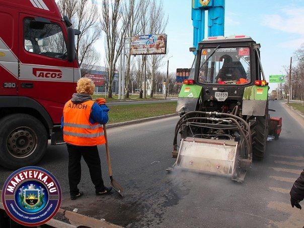 В Макеевке начали ремонтировать главную автомагистраль города (фото) (фото) - фото 4