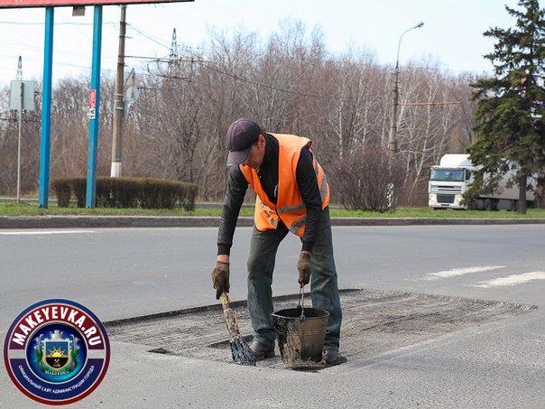 В Макеевке начали ремонтировать главную автомагистраль города (фото) (фото) - фото 3