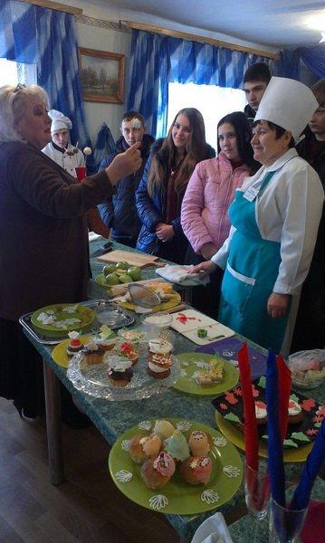 В Енакиевском торгово-кулинарном лицее прошел День открытых дверей «Ярмарка профессий» (фото) - фото 1