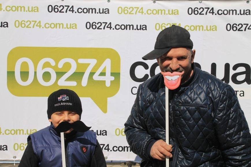 В День Смеха бахмутчане друг другу подарили свои улыбки, фото-1