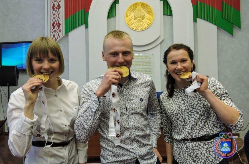 В Новополоцке чествовали юных звезд биатлона Анну Сола, Виктора Кривко и Дарью Блашко (фото) - фото 2