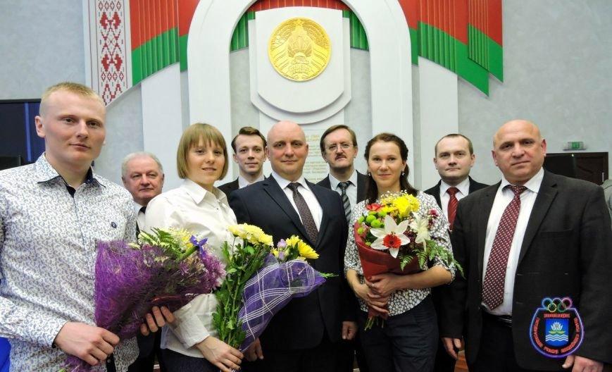 В Новополоцке чествовали юных звезд биатлона Анну Сола, Виктора Кривко и Дарью Блашко (фото) - фото 1